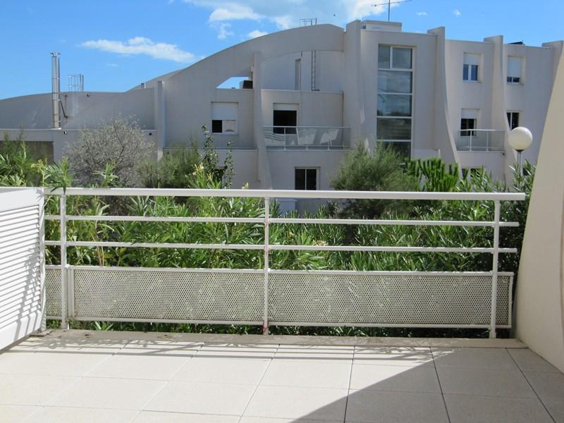 Superbe et spacieux P2 avec 2 gdes terrasses.