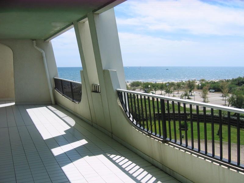 Grand P2 42 m² face plage, belle vue mer, grande t
