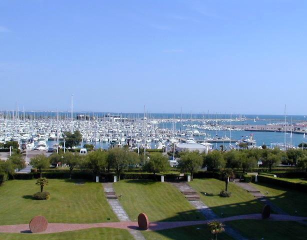 P3 de standing, face au port, belle vue port et vi